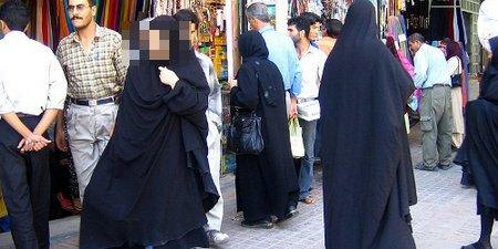 800px-Women in shiraz 2 500x250