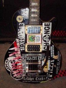 Hondo Guitar (21650426) courtesy of Jerame (Marquette, MI, USA)